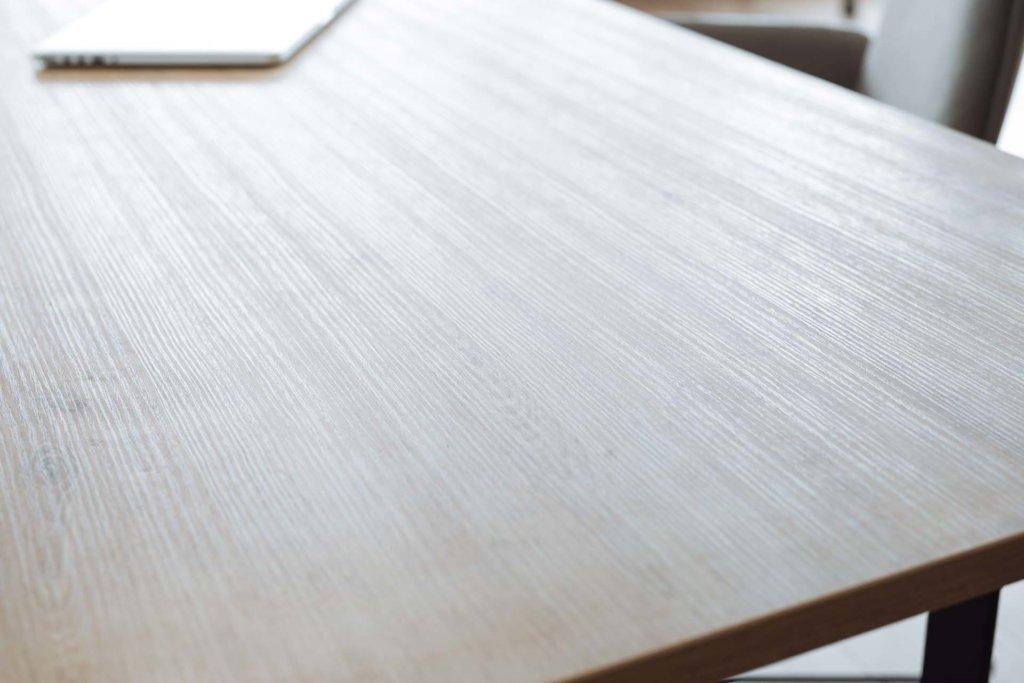 Tischplatte in Holzoptik