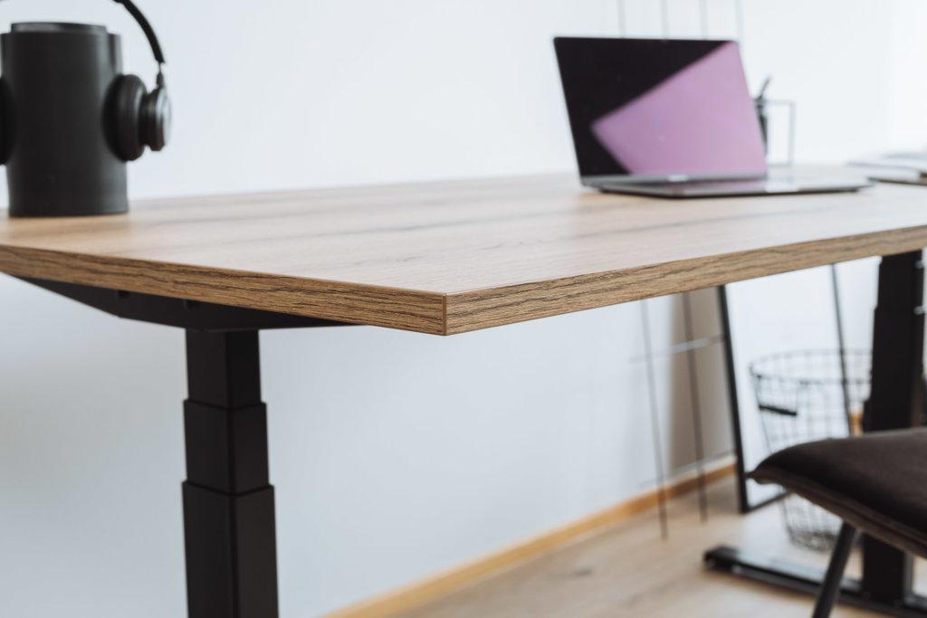 Tischplatte in der Oberfläche Eiche Evoke Trend mit höhenverstellbaren Schreibtisch